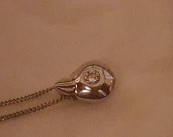 """18ct white gold curb chian with diamond measuring 3mm pear shaped pendant. 18"""" chain."""