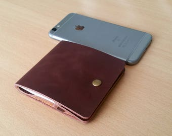 Men's leather wallet made by hand and available in three colors