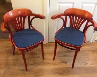 SOLD - A pair of vintage Art deco Bentwood Chairs / Une paire de chaises en bois cintré