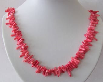 Cute pink necklace in coral look