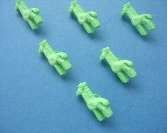 LOT 6 buttons: giraffe green height 18mm