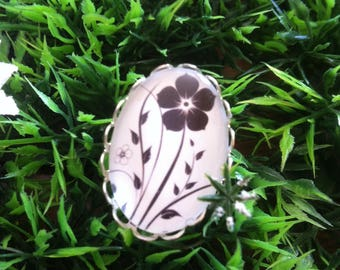 Collectible black and white ring spirit flower