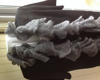 BEAUTIFUL scarf has RUFFLED grey dark like a cloud around the neck, about 75 grams due to its composition