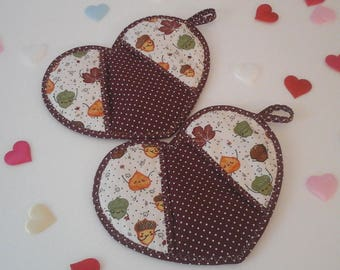 Heart-shaped pot holders autumn leaves