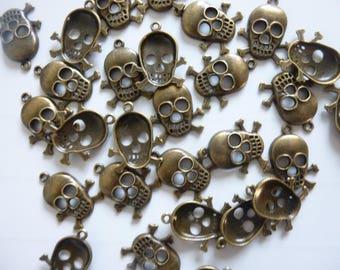 5 bronze skull shape charm