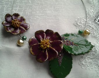 Necklace large flowers on wire