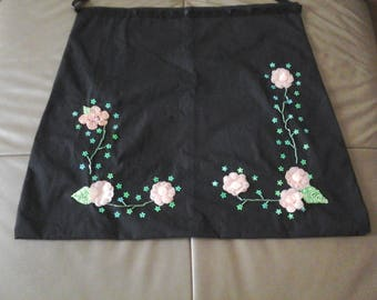 Black apron embroidered with flowers and perled