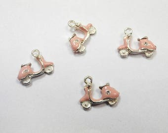 4 charms enamel scooter 1.5 mm x0.2