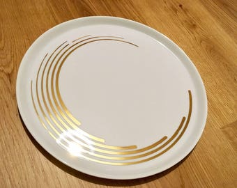 Round pie plate in porcelain painted handmade geometric, spiral and dots gold