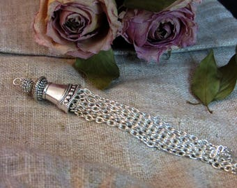 Tassel metal: silver 10.5 cm x 1.5 cm approximately
