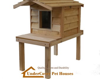 Small Insulated Cat House with Platform and Extended Roof