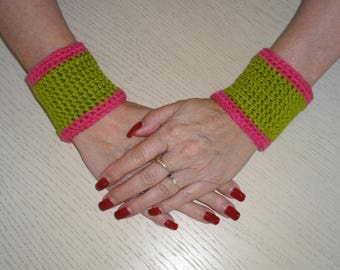 JEWELRY CUFF BRACELETS GREEN AND RED CROCHET - MADE NEW