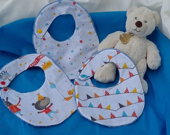bibs of cotton and sponge turquoise printed circus flags and stars