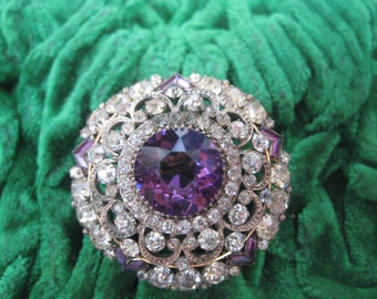 beautiful Victorian gilt brooch with Amethyst