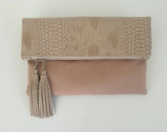 Maxi clutch with faux leather dragon flap/beige suede and tassels