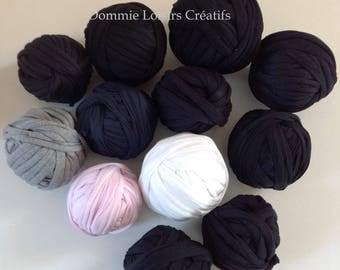 Lot has 25 Trapilho 700g to 1000g multicolor yarn