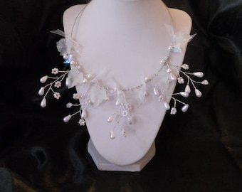 Bridal necklace White Pearl beads and leaves