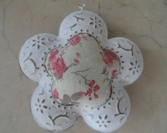 Flower charm in metal and fabric 11 x 10.5 cm