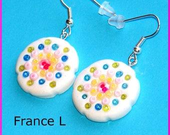 White earrings rosasse mandala graphic flower glass bead