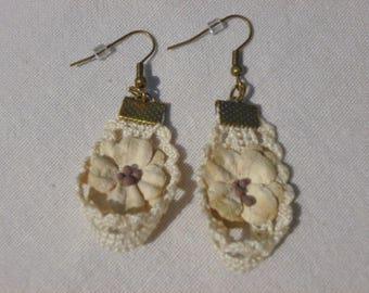 Ecru lace and flowers earrings