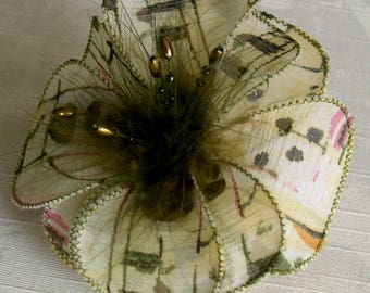 Small hair clip flower fabric & feathers and pearls 010