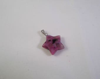 Star shaped gemstone pendant