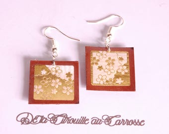 Earrings floral gold, brown background