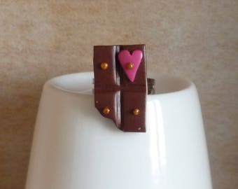 Ring of chocolate with adjustable ring