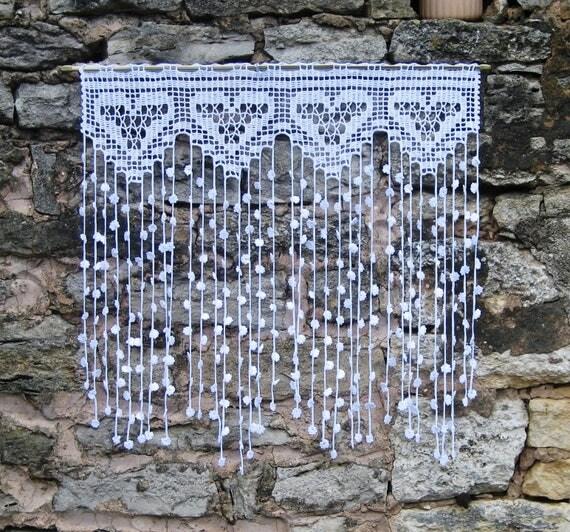 Rideaur tro vintage en filet de crochet motifs coeurscoton - Faire ses rideaux au crochet ...