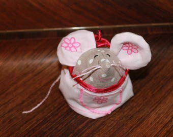 Cute mouse in linen with white dots fabric.