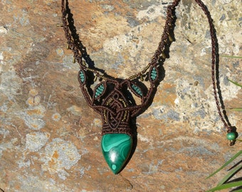 Macrame necklace with a malachite
