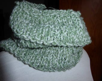 Snood handknitted Heather Green cream