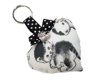 Key chain * little black cats * white fabric