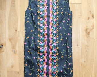 Gorgeous Sleeveless Black 60s Vintage Shift Dress Pink, Blue, Orange, Green Floral Print