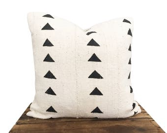 Ivory Mudcloth Pillow Cover with Black Triangle Pattern, Authentic Mali Mudcloth, Bogolanfini,