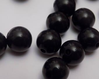 shiny black set of 30 large pearls.