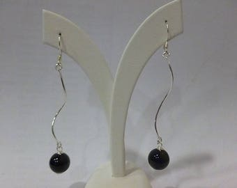 Snake earrings in silver and onyx