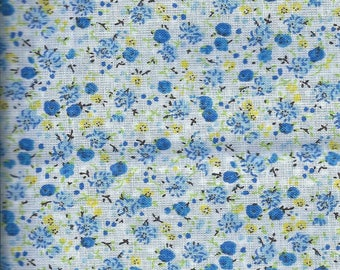 Cotton fabric with blue flowers - 45x45cm