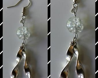 Earrings in antique silver and crystal clear Crackle bead.