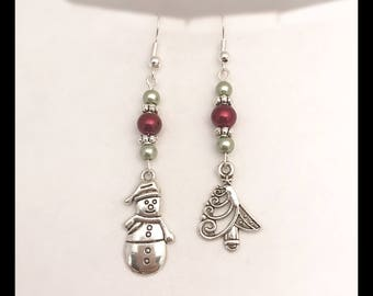 """Earrings mismatched """"Christmas red and green"""""""
