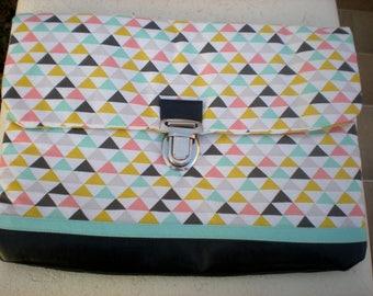 Geometric print padded pouch