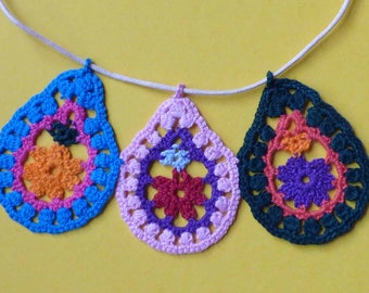 Necklace three drops multicolored crochet