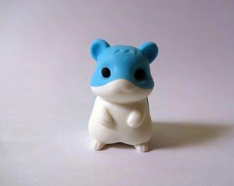Gomme kawaii bleue figurine hamster