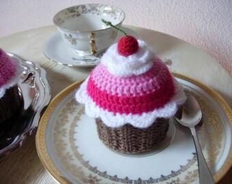 Crochet cupcake: a sweet, calorie-free