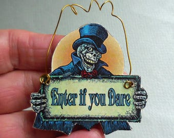 Dollhouse Miniature Halloween Scary Skeleton 'Enter If You Dare' Hanging Sign 1:12