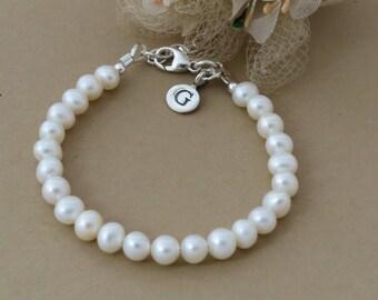 Little Girl Pearl Initial Bracelet, Ivory Pearl Bracelet, Bridesmaid Bracelet, Personalized Bridesmaid Gift, Girl Jewellery, Kids Jewelry