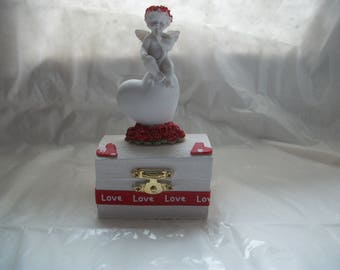 jewelry box, toothbrush, was dredged, gift idea saint Valentine's day or mother of day. birthday. wedding.