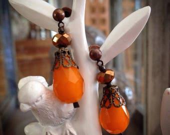 Earrings in shades of orange