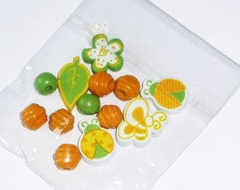 Set of 13 yellow, green and white wooden beads (ladybugs, butterflies, flowers,...)
