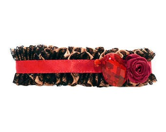 Small clip barrette type clip ruffled beige lace satin rhinestone black and red rose pin up
